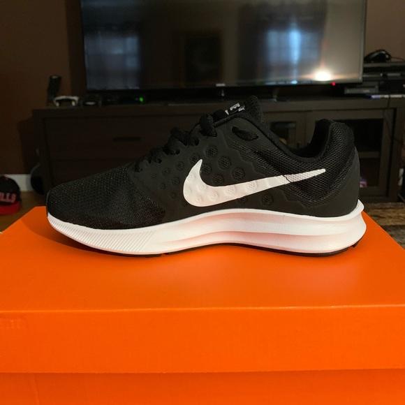 359776e26eab21 Nike Womens Downshifter 7 Running Shoe Sneaker
